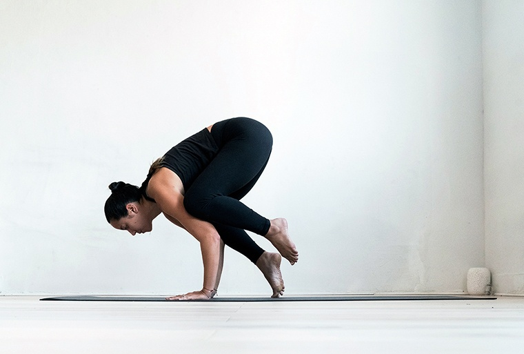 how to do crow pose sarah levey Y7