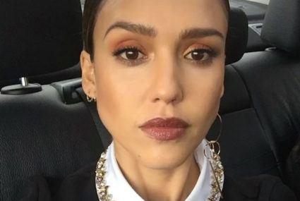 Could Jessica Alba's smoothie recipe clear up your breakout?