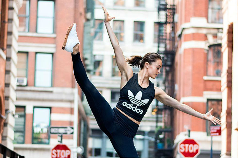 Thumbnail for This 10-Minute, Ballet-Inspired Workout Will *Seriously* Tone Your Lower Body