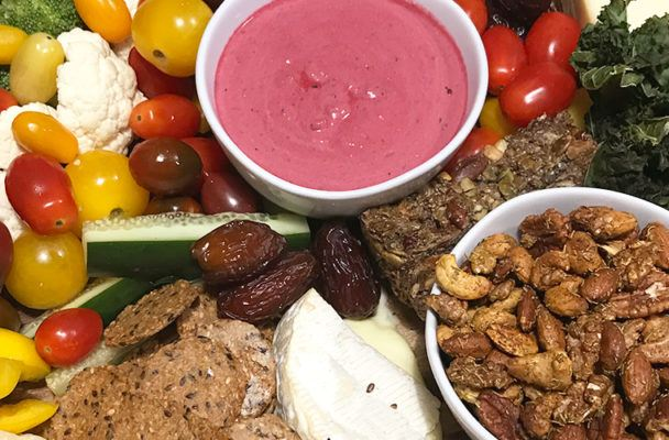 How to create a dietitian-approved holiday party platter