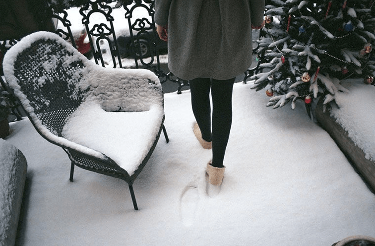 HOW TO WEAR LEGGINGS TO EVERY HOLIDAY HAPPENING