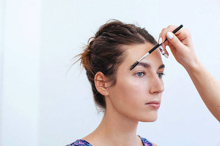 Thumbnail for This is a celebrity makeup artist's secret to fuller brows