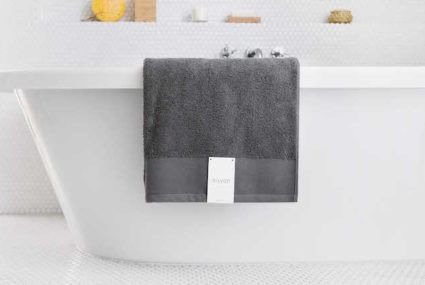 """Could this magical """"self-cleaning"""" towel completely change your skin-care game?"""