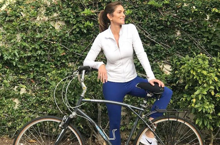 Thumbnail for Cindy Crawford's retro workout routine is 30 years old *and* effective