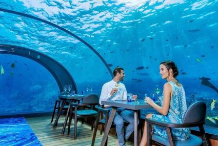 At this Maldives spot, you can eat a healthy meal *literally* under the sea