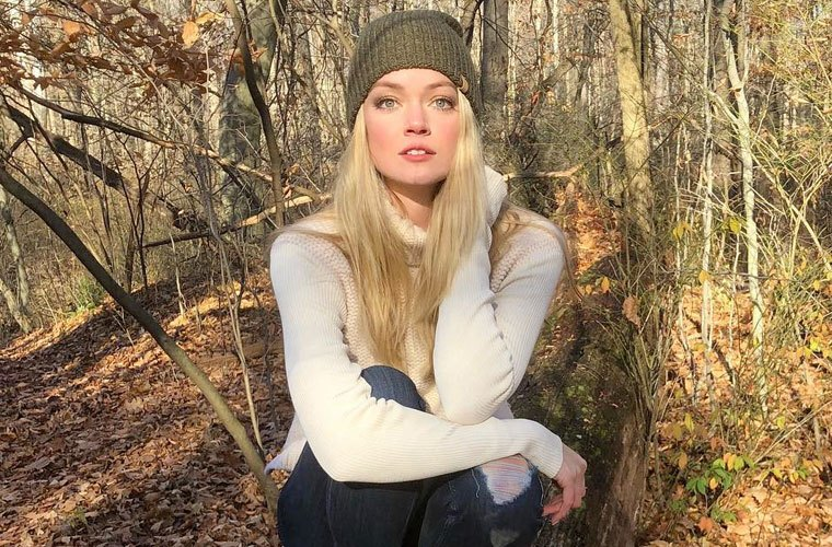 Thumbnail for De-stress with Lindsay Ellingson's do-anywhere yoga pose