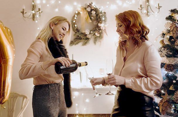 How to throw a French-girl approved holiday party