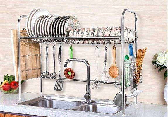 The genius (Finnish) method for washing dishes in a tiny kitchen