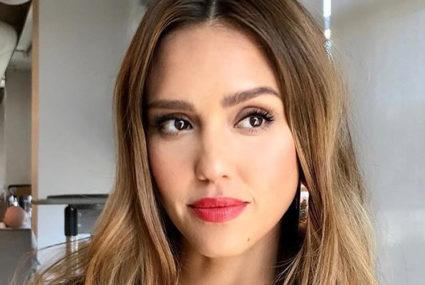 This is the protein-packed smoothie Jessica Alba—and her daughters—drink in the morning