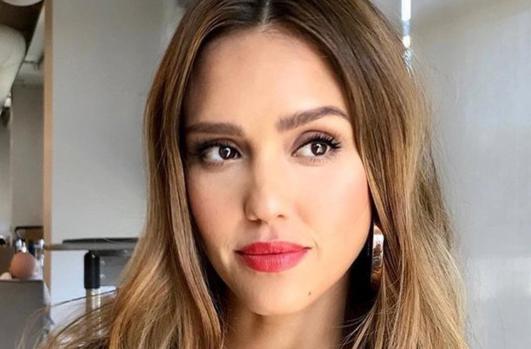 Thumbnail for This is the protein-packed smoothie Jessica Alba—and her daughters—drink in the morning