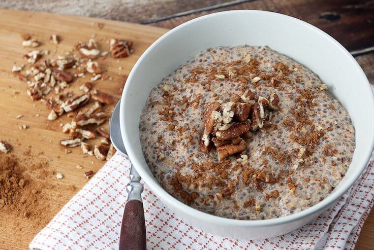 Ketogenic cinnamon roll oatmeal