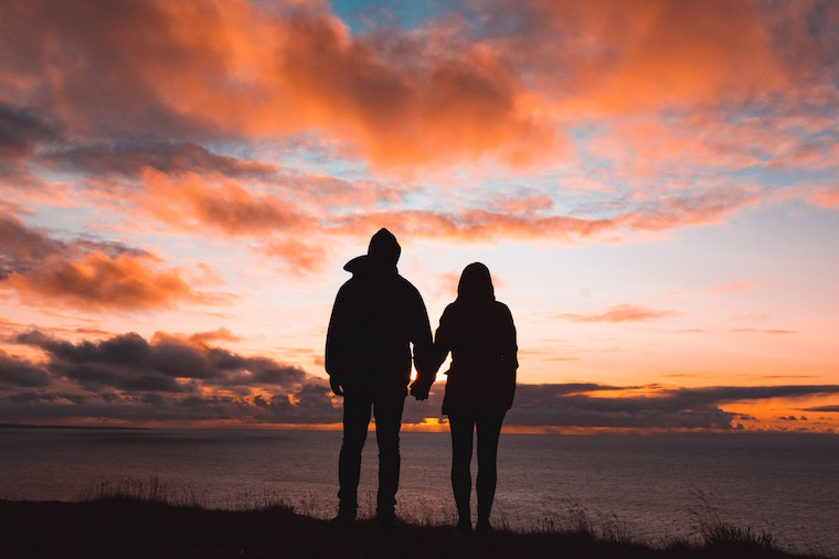 Meet Mindful dating app couple sunset