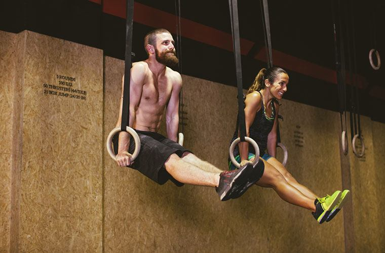 Couple doing CrossFit