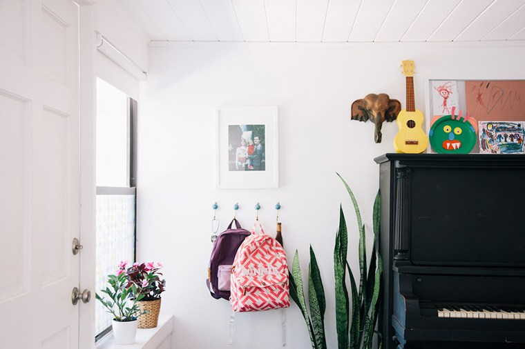 How to Use Your Home Decor to De-Clutter Your Space