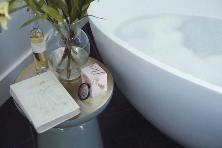 Flex menstrual disc bathtub