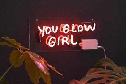7 design-friendly neon lights for your home | Well+Good