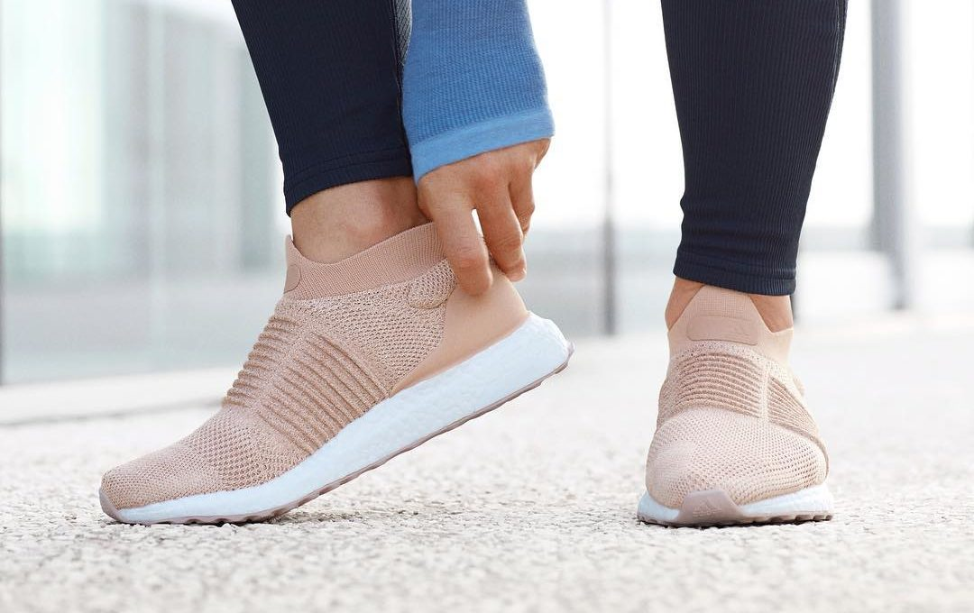 Thumbnail for Do laceless sneakers actually make a difference for runners?