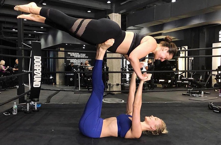 Thumbnail for Karlie Kloss and Ashley Graham's Airplane Move Is Friendship *and* Fitness Goals