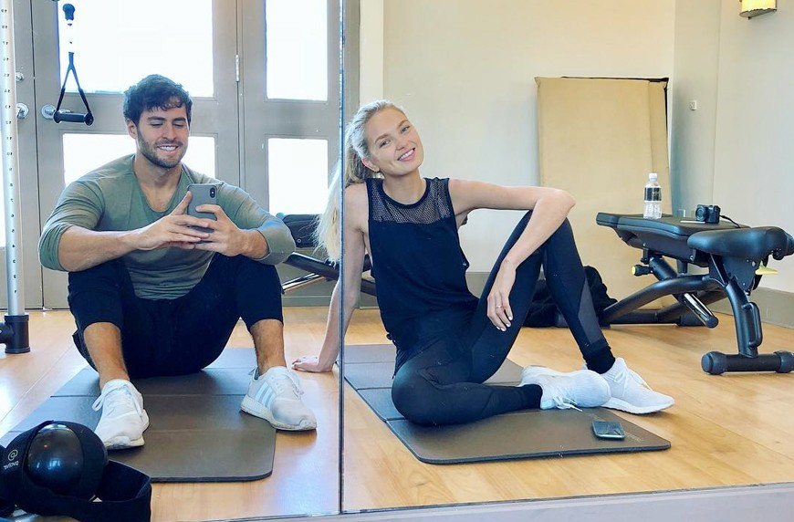 Thumbnail for The 3-move toning workout Victoria's Secret Angel Romee Strijd does after flights