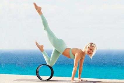 Kate Hudson uses a yoga wheel to boost workouts