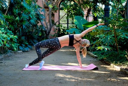 Sculpt your abs with this equipment-free plank series from Carrie Underwood's trainer