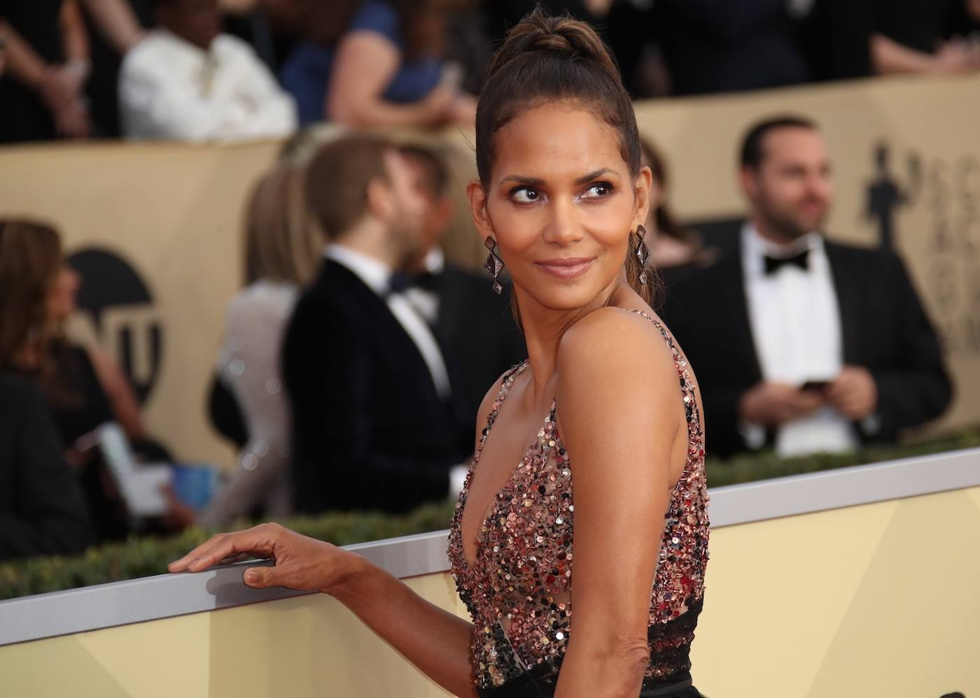 Thumbnail for The 10-minute beach workout Halle Berry's trainer swears by