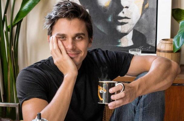 Antoni Porowski (AKA everyone's internet boyfriend) shares his go-to smoothie recipe—no frozen fruit needed