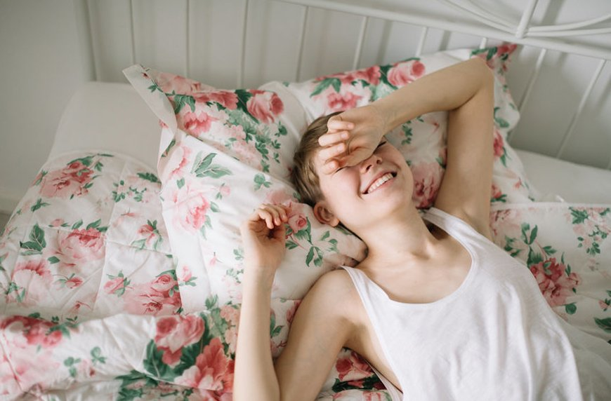 It's healthy to sleep in on the weekends, according to research