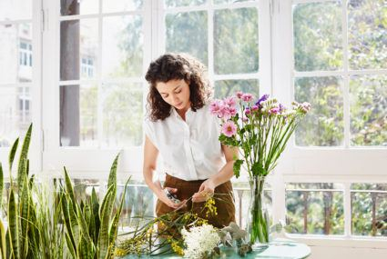 Here's how a turkey baster can keep your flower arrangement looking fresher, longer
