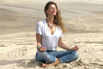 How Gisele Bündchen applies Marie Kondo's joy-sparking principles to her *whole* life