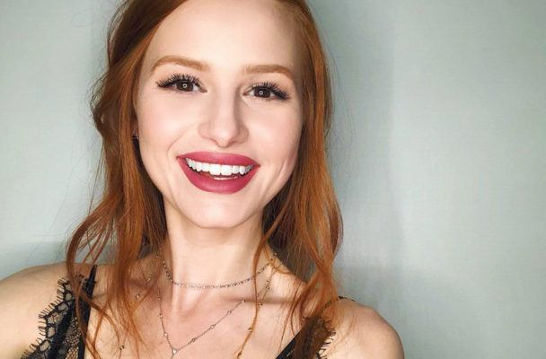 """Riverdale"" star Madelaine Petsch beat meat-loving Gordon Ramsay in a vegan cook-off"