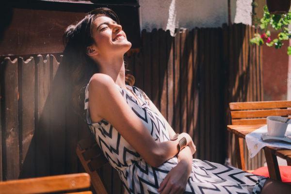 15 Wrinkle-Defying Dresses That'll Make Summer Travel *so* Much Easier