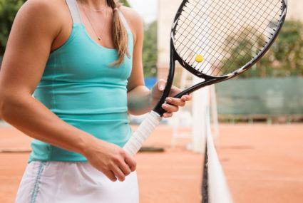 6 monochromatic activewear pieces in the It-color of the French Open
