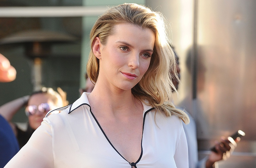 "Thumbnail for The 6-ingredient green smoothie that gives ""GLOW"" star Betty Gilpin her, well, glow"