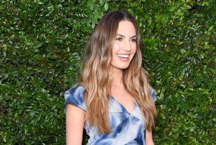 Elizabeth Chambers Hammer credits an exfoliating, tropical fruit for her constant glow