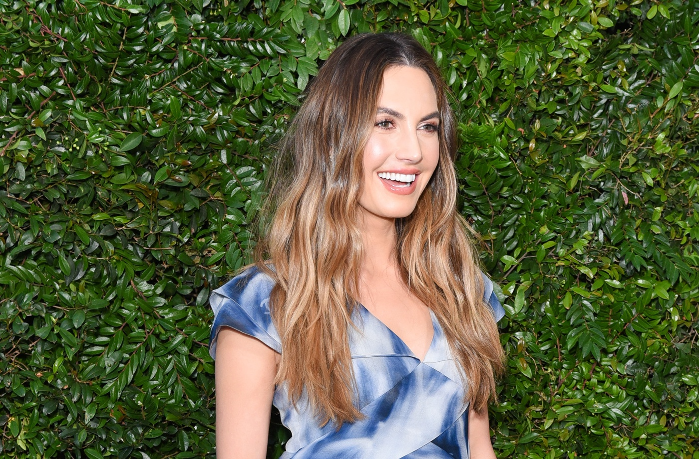 Thumbnail for Elizabeth Chambers Hammer credits an exfoliating, tropical fruit for her constant glow