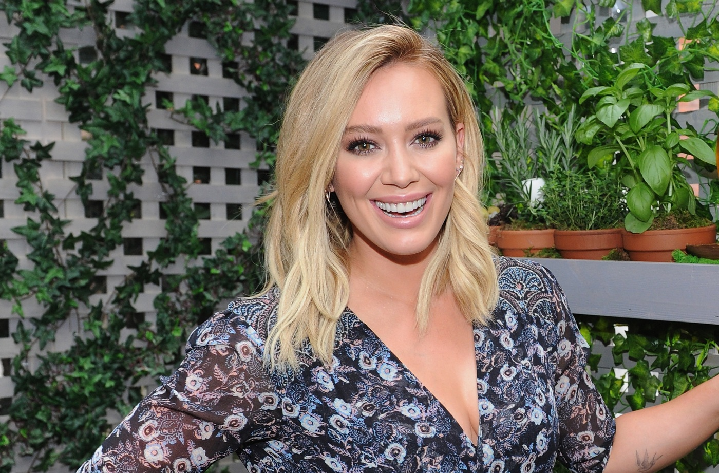 Thumbnail for Hilary Duff swears by these 2 natural oils for treating stretch marks during pregnancy