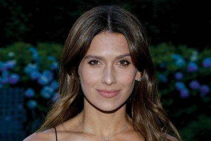 Pelvic floor muscle exercises by Hilaria Baldwin