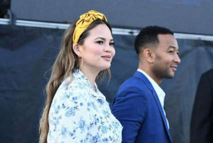 "Chrissy Teigen's ""HBOTD"" obsession is the perfect hack for freshening up your dirty hair"