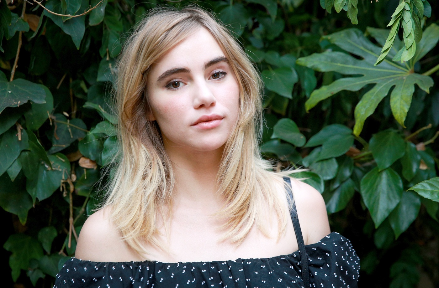 Thumbnail for Suki Waterhouse uses this bank-account-friendly pantry item as an exfoliator