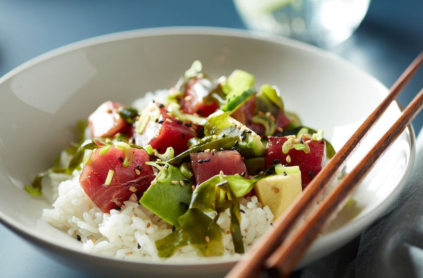 Thumbnail for 5 tricks to give your poke bowl the healthiest spin possible