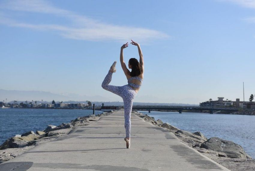 Swan Lake-inspired lunges give leg day a whole new spin