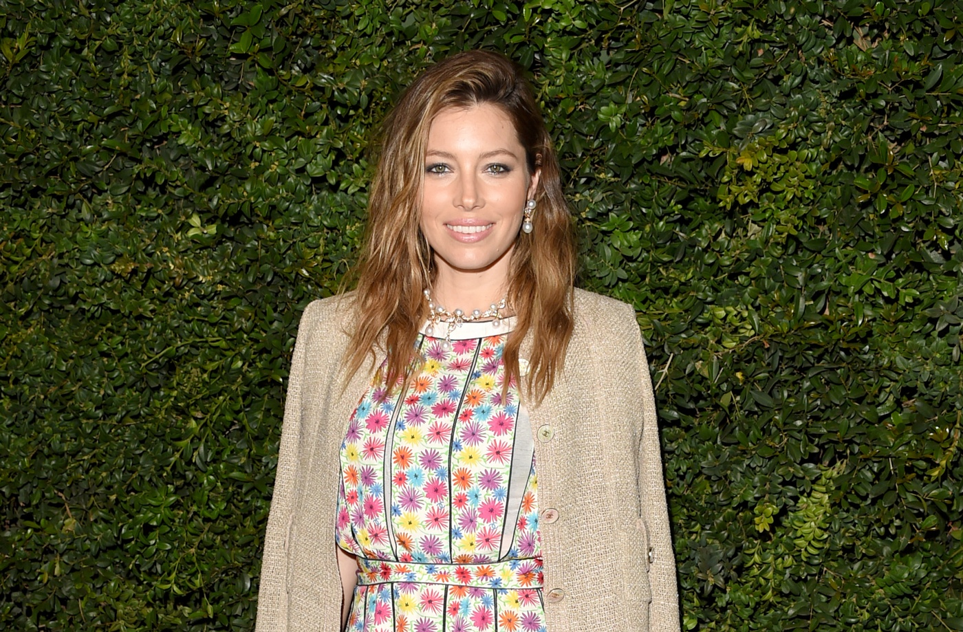 Thumbnail for Jessica Biel's glutes workout alone is Emmy-worthy viewing material