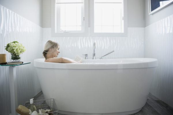 People swear ginger baths can combat cold and flu symptoms—this is what you need to know