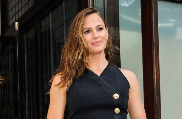 Try the mini ballet barre series that even made Jennifer Garner sore