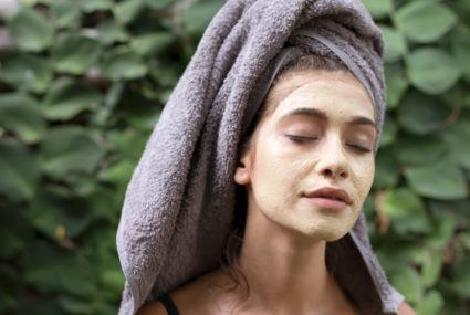how to use a clay face mask