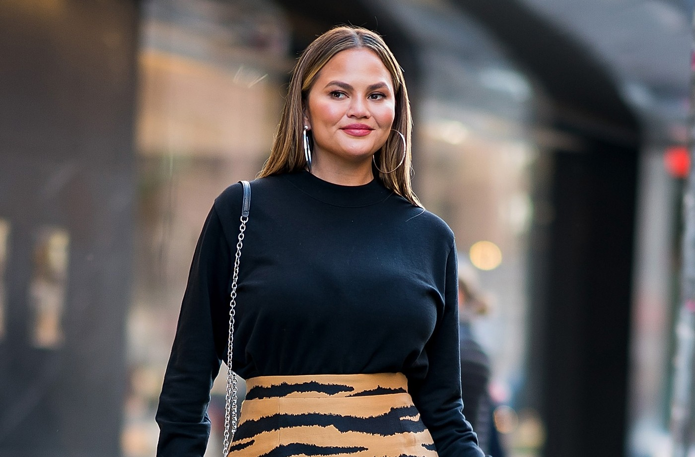 Thumbnail for Don't Be Scared to Admit You Hate Dad Sneakers and Boyfriend Jeans—Chrissy Teigen Is With You