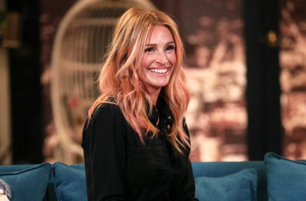 Julia Roberts brushes with baking soda to get that megawatt smile