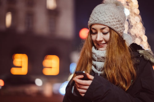 Texting in a new relationship tips: How much is enough?