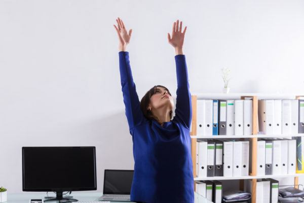 Watch out, tread desk: These in-office abs moves are coming for your spotlight